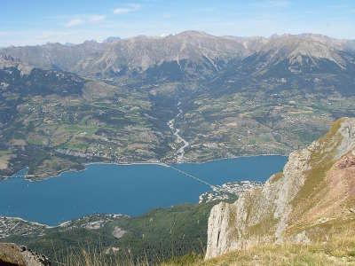 Savines le lac et le lac routes touristiques des hautes alpes guide du tourisme de provence alpes cote d azyr
