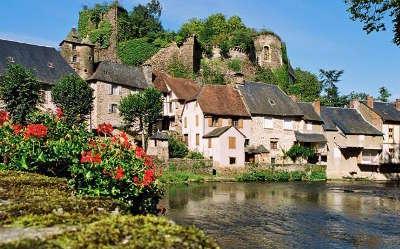 Segur le chateau plus beaux villages les routes touristique de correze guide touristique du limousin