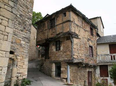 Severac le chateau cite medievale maison de jeanne routes touristiques de aveyron guide du tourisme midi pyrenees