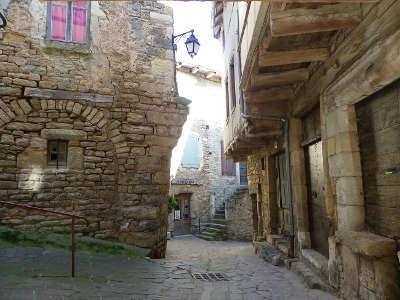 Severac le chateau la cite medievale les calades routes touristiques de aveyron guide du tourisme midi pyrenees