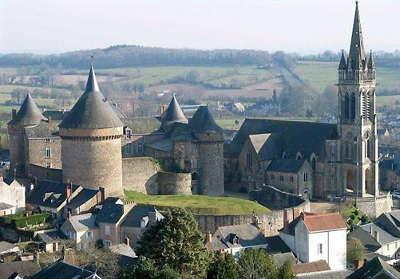 Sille le guillaume le chateau et l eglise notre dame routes touristiques de vendee du tourisme du pays de la loire