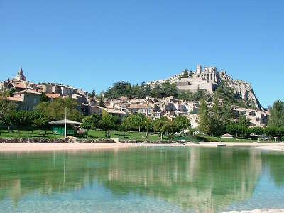 Sisteron plus beau detour de france la citadelle routes touristique des alpes de haute provence guide du tourisme provence alpes cote d azur