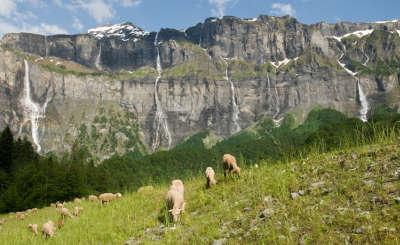 Sixt fer a cheval plus beau village les 30 cascades du cirque du fer a cheval routes touristiques de haute savoie guide du tourisme de rhone alpes