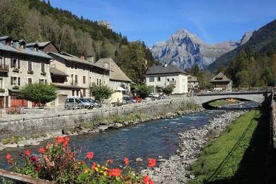 Sixt fer a cheval plus beau village vue du village routes touristiques de haute savoie guide du tourisme de rhone alpes