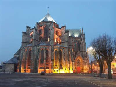 Soissons le chevet illumine de la cathedrale routes touristique de l aisne guide du tourisme de picardie