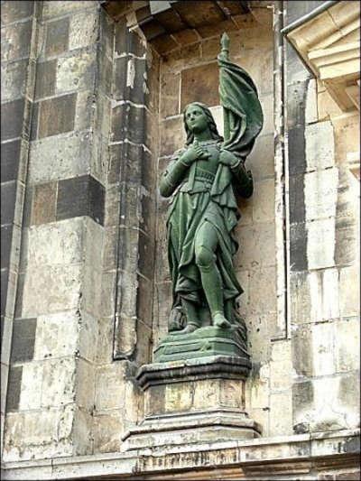 Statue de jeanne d arc ecole saint joseph routes touristiques du pas de calais guide du tourisme du nord pas de calais