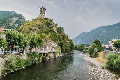 Tarascon sur ariege la tour du castella routes touristiques de l ariege guide du tourisme du midi pyrenees