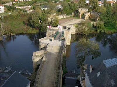 Thouars pont des chouans routes touristique des deux sevres guide du tourisme de poitou charentes