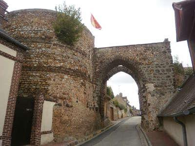 Tillieres sur avre ancienne porte fortifiee routes touristiques de eure guide touristique de haute normandie