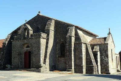 Toulx sainte croix l eglise romane routes touristiques de la creuse guide du tourisme du limousin