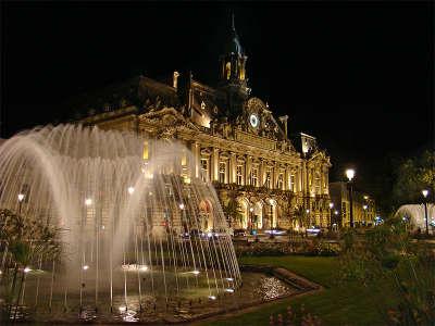 Tours ville d art et d histoire la mairie routes touristiques dans l indre et loire guide du tourisme centre val de loire
