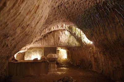 Troo cite troglodytique grotte petrifiante routes touristiques dans le loir et cher guide du tourisme centre val de loire
