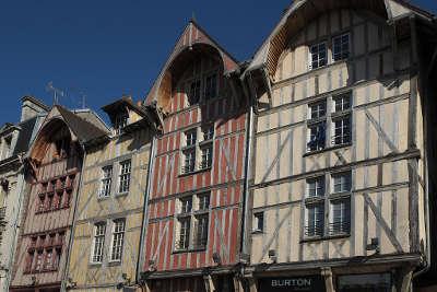 Troyes villes d art et d histoire maisons traditionnelles routes touristiques dans l aube guide du tourisme grand est