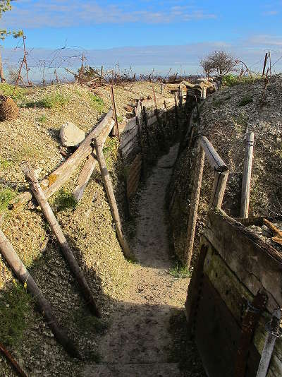 Une ancienne tranchee a massiges route touristique de la marne guide du tourisme du grand est