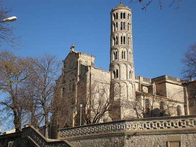 Uzes ville d art et d histoire la cathedrale saint theodorit et la tour fenestrelle routes touristiques du gard guide du tourisme du languedoc roussillon