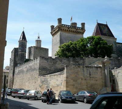 Uzes ville d art et d histoire palais ducal routes touristiques du gard guide du tourisme du languedoc roussillon