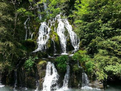 Vallee de l ouzom arthez d asson routes touristique des hautes pyrenees guide du tourisme midi pyreneess