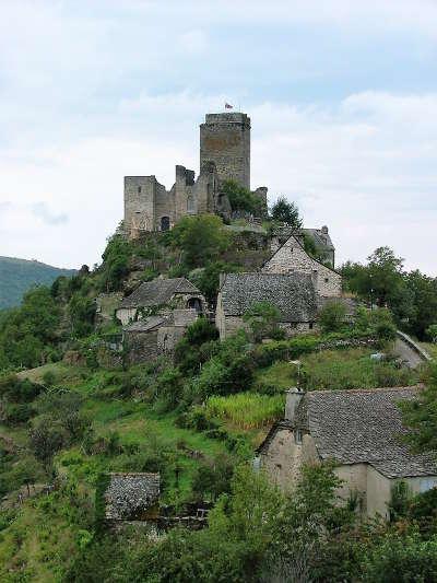 Vallon le chateau routes touristique d aveyron guide du tourisme midi pyreneess