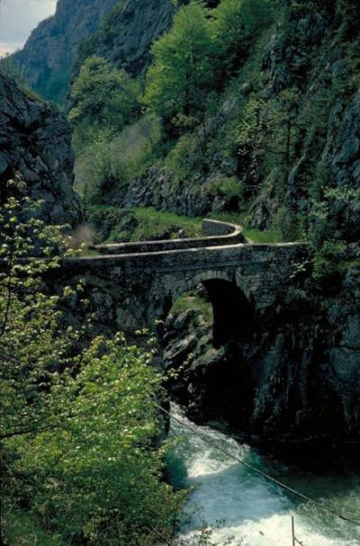 Valserine parc naturel regional du haut jura guide du tourisme