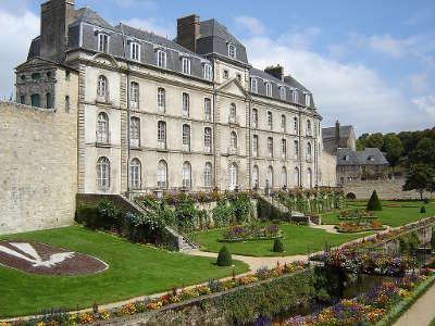 Vannes ville d art et d histoire chateau de l hermine routes touristiques dans le morbihan guide du tourisme en bretagne