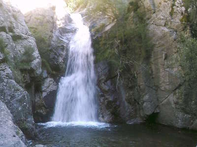 Vernet les bains cascade routes touristiques des pyrenees orientale guide du tourisme occidanie
