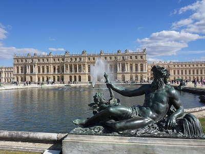 Versailles le chateau de versailles vu des jardins routes touristiques des yvelines guide du tourisme ile de france