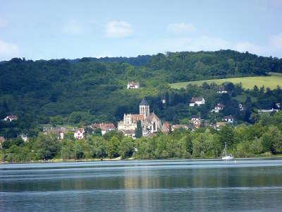 Vetheuil vu du village routes touristiques du val d oise guide du tourisme d ile de france