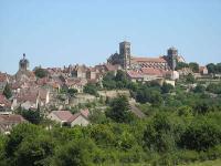 Vezelay grand sanctuaire petite ville plus beaux villages de france routes touristiques en cote d or guide du tourisme en bourgogne