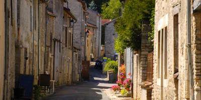 Vignory petite cite de caractere ruelle routes touristiques dans la haute marne guide du tourisme grand est