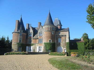 Vihiers chateau du coudray montbault routes touristiques de maine et loire guide du tourisme du pays de la loire