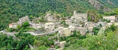 Village de caractere dans le parc naturel regional du pilat guide du tourisme de rhone alpes