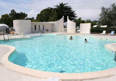 Village de vacance de beg meil fouesnant piscine routes touristiques du morbihan guide du tourisme de bretagne