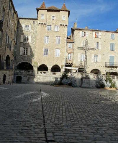 Villefranche de rouergue place notre dame routes touristique d aveyron guide du tourisme midi pyreneess