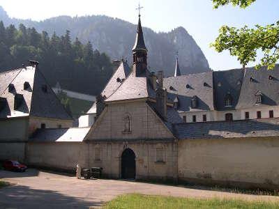 Vue de l entree du monastere de la chartreuse parc de la chartreuse guide tourisque de rhone alpes