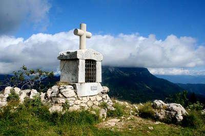 Vue de l oratoire d orgeval au charmant som parc de la chartreuse guide touristique de rhone alpes